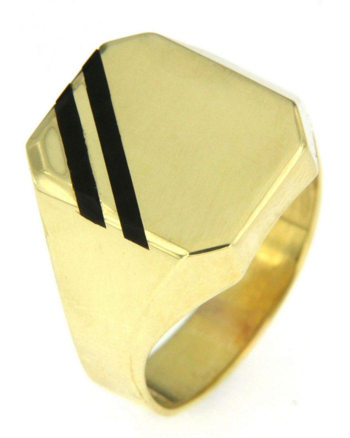 Gouden zegelring ingelegd met zwarte onyx bij Juweliershuis Verbree